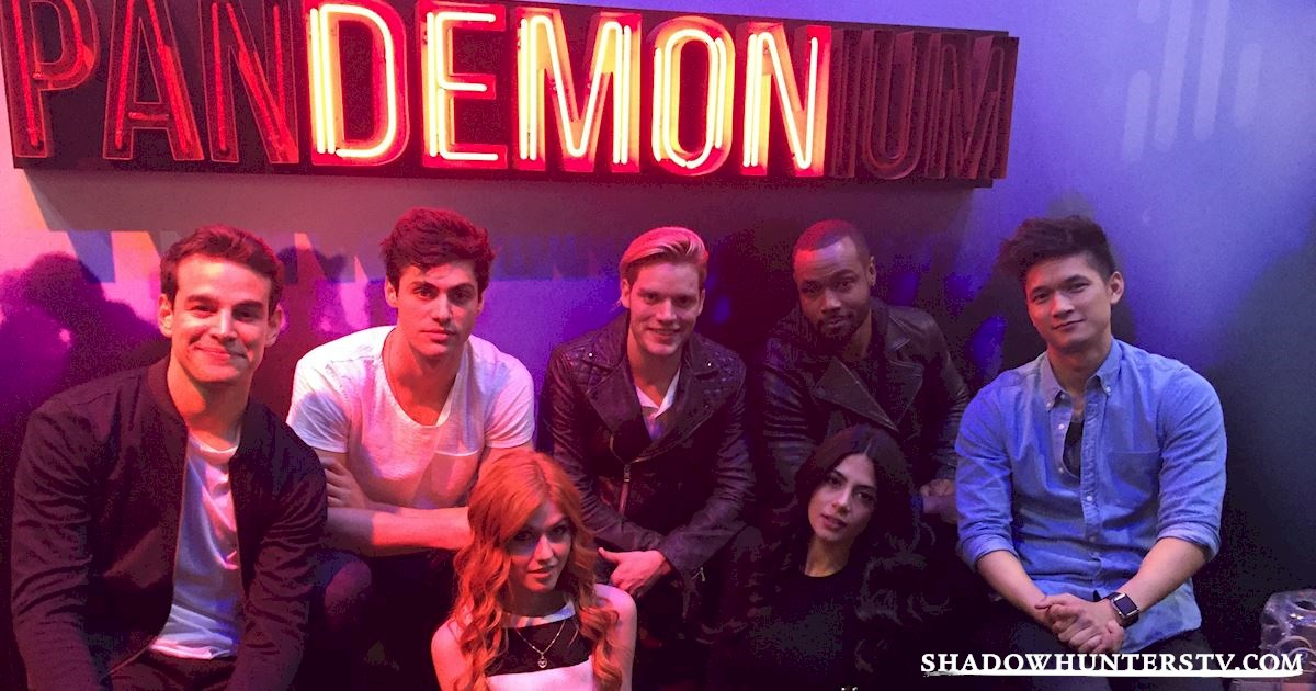 Shadowhunters - Saturday Live Blog: Shadowhunters at New York Comic Con - 959