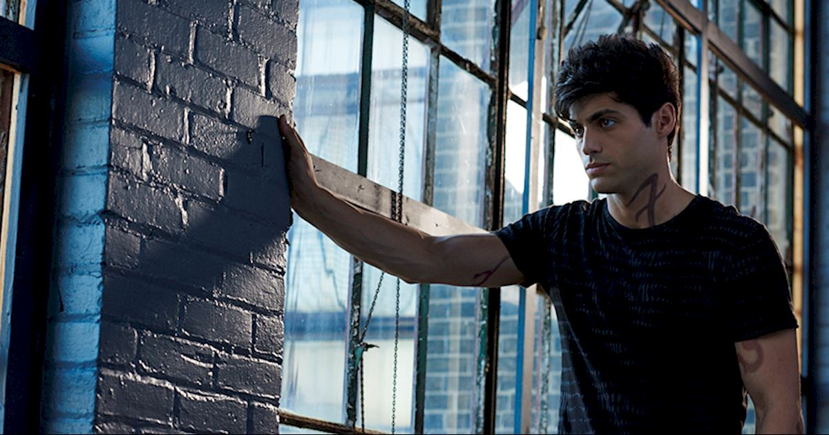 VIDEO Getting Up Close And Personal Alec Lightwood