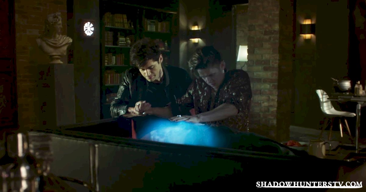 Alec shares his strength with Magnus