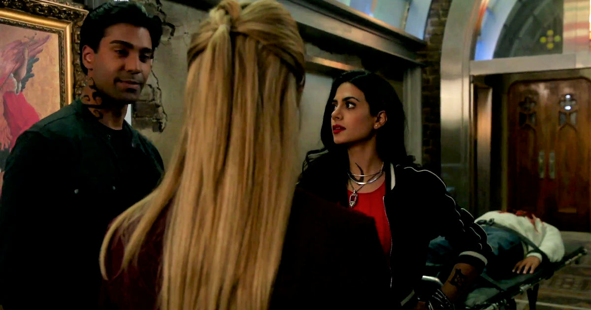 Shadowhunters - Izzy And Lydia Investigate A Mysterious Demon In This Thrilling S2E4 Sneak Peek! - 1010