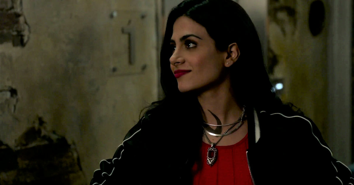 Shadowhunters - Izzy And Lydia Investigate A Mysterious Demon In This Thrilling S2E4 Sneak Peek! - 1014