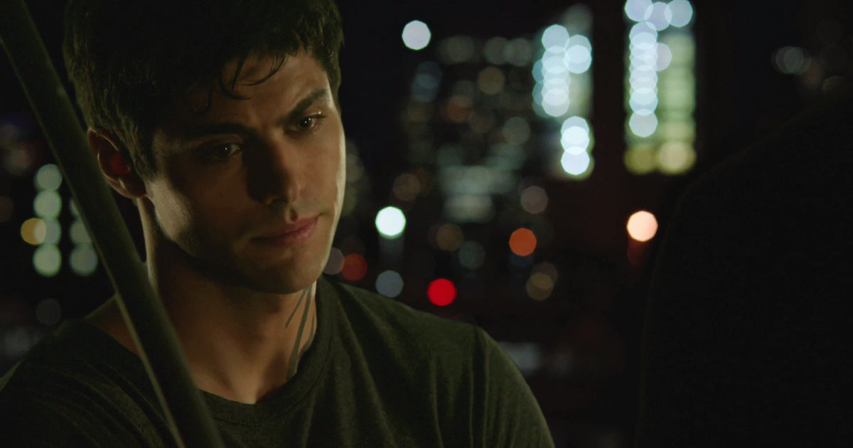 Shadowhunters - Magnus Finds A Heartbroken Alec On His Fire Escape In This  Sneak Peek Of S2E5!  - 1008